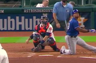 Adrian Beltre hit a home run on 1 knee, again